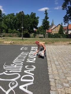 Asphaltkalligrafie: Idee und Umsetzung von Melina Mueller