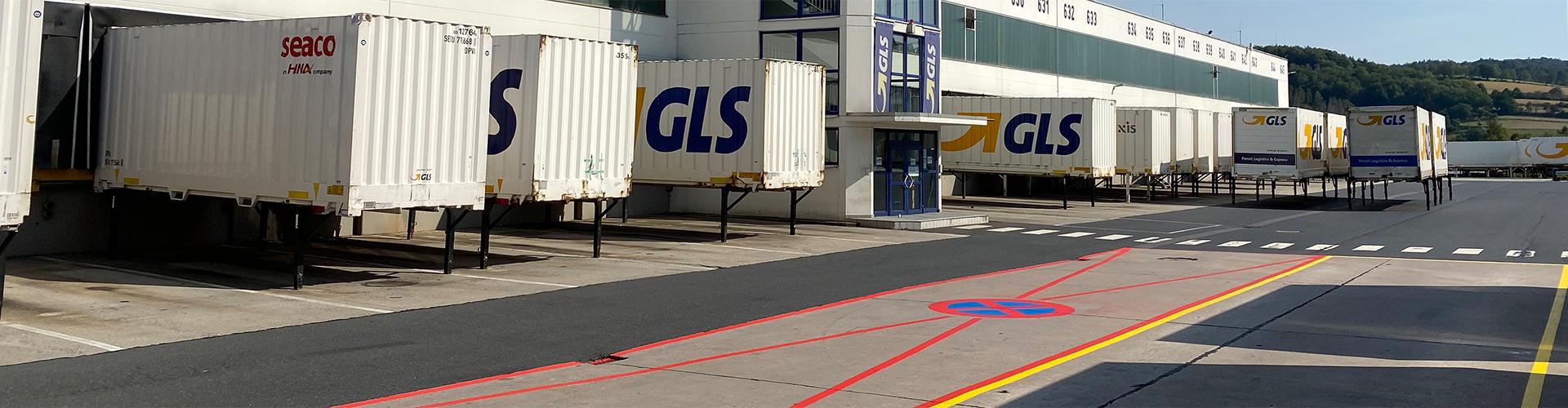 Werksmarkierung auf dem Gelände eines Logistikunternehmens